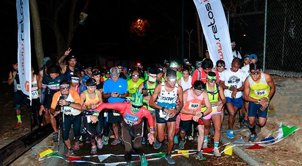 La carrera Nocturna obligaba a cada participante a cargar su linterna/Cortesía Retos.Info