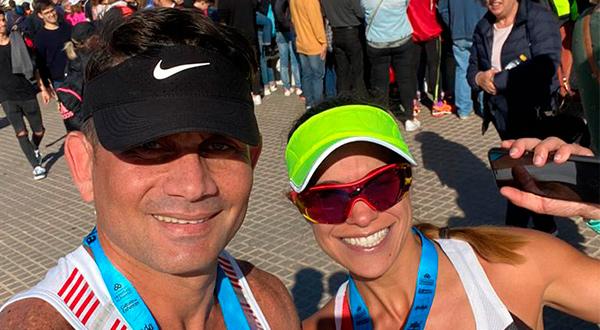 Los venezolanos Orángel (2.57.54) y Valentina Peña (3.06.16).